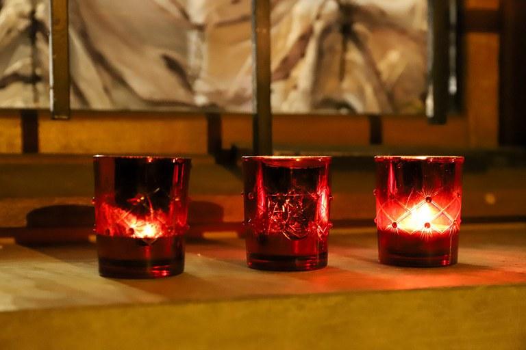 bougies aux fenêtres.jpg